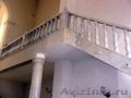 Балясины,  перила,  ступени,  колонны из гранита,  мрамора,  ракушечника,  известняка